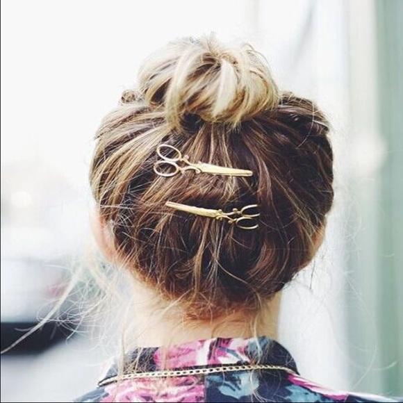 calicactus Accessories - Gold scissors ✂️ hairpin