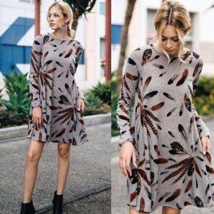 Dresses & Skirts - ❣️NEW IN❣️Mocha Feather Print Loose Swing Dress