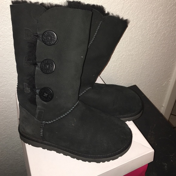 Uggs With Buttons On Side 75% off UGG Sho...