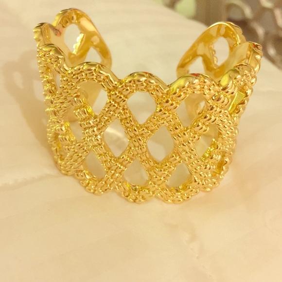 Lilly Pulitzer Jewelry - Lilly Pulitzer gold bracelet