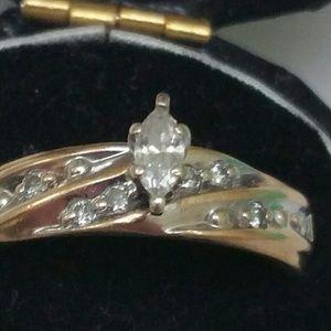 Jewelry - Estate 10k gold. 25ct diamond engagement ring