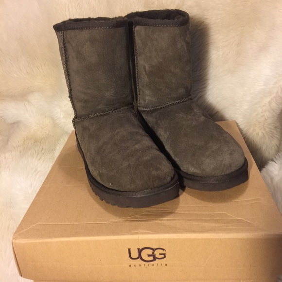 Casual  fort Shoes Women additionally 60  Off UGG Shoes Authentic Ugg Tall Brown Boots Size 6 From furthermore UGG NEW UGG Boots From Theressa's Closet On Poshmark as well Women's Loafer With Fringe additionally 2016 Fashion LONGCH  NAVY NYLON BEIGE LEATHER FLAP SATCHEL SHOULDER. on j 41 shoes women flat