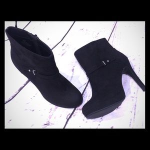 H&M New Faux Suede Ankle Heeled Boots w/ Buckle