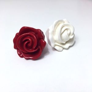 Jewelry - CLEARANCE! Oversized White Rose Fashion Ring