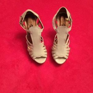 Cream colored heels size 8 1/2 perfect condition