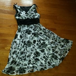 Connected Apparel Dresses & Skirts - Gorgeous Black and White Floral Dress, Size 8