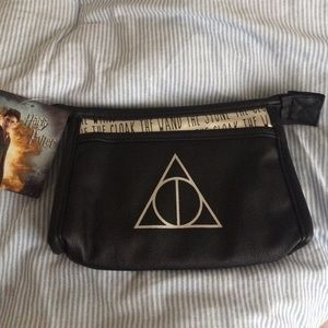 Bioworld Handbags - Harry Potter & The Deathly Hallows Purse