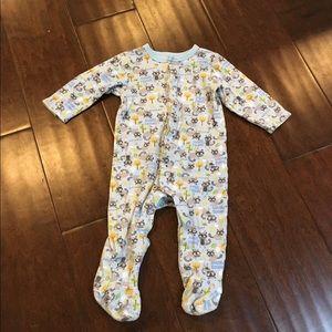 GAP Other - Gap Sneaky Racoon Baby Pajamas - sz 6-12 mo