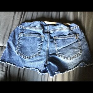 Jessica Simpson maternity shorts