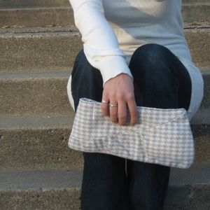 Handbags - Houndstooth clutch 👛