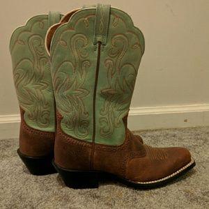 Ariat Shoes - Ariat cowboy boots size 6