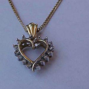 Other - Estate Vintage 10k gold. 40ct diamond pendant