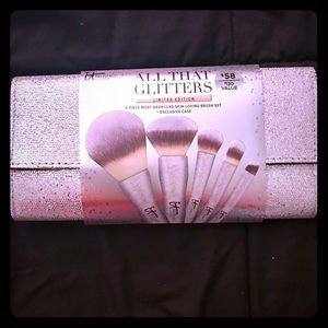 it cosmetics Other - It Cosmetics All That Glitters Makeup Brushes Set
