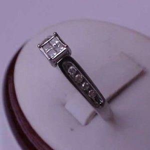 Jewelry - Estate 14k white gold. 25ct diamond ring