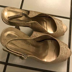 Open toe, sling back glitter gold pumps!