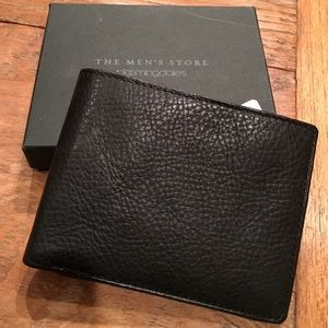 Bloomingdale's Other - Bloomingdale' leather wallet