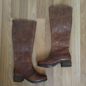 OluKai Shoes - 🆕 Olukai KUMUKAHI Leather boots