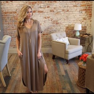 Dresses & Skirts - Taupe v neck loose fit maxi with pockets