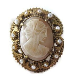Vintage Florenza Shell Cameo Brooch