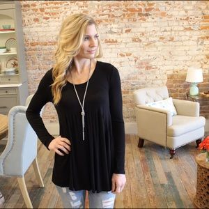 Tops - Black long sleeve scoop neck baby doll tunic