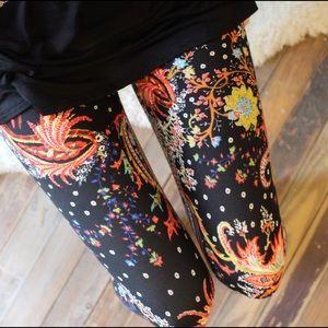 Pants - Black paisley print leggings