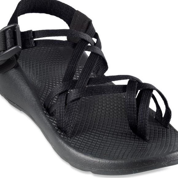 4b5fd2a037e Chaco Shoes - Women s Black Chacos- Size 8