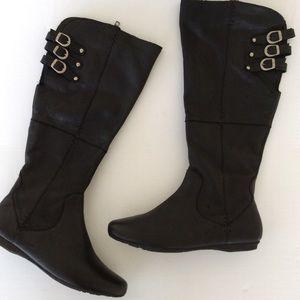 Born black leather boots 9