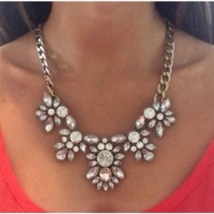 Jewelry - 🌺BESTSELLER🌺 Crystal Clear Floral Necklace