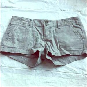 American Eagle Outfitters Pants - Low rise twill shortie