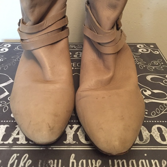"Frye Shoes - Vintage ""FRYE"" cream boots"