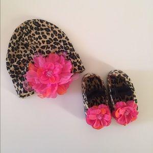 PLH Bows & Laces Other - Petal Flower Shoe & Beanie Hat Set for Babies.
