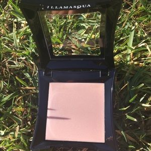 Illamasqua Gleam Highlighter in Aurora