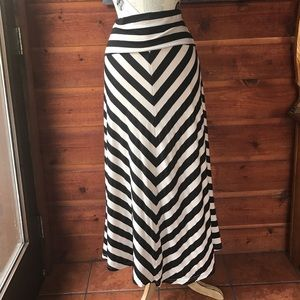 Hive & Honey Dresses & Skirts - Black and cream long skirt size small