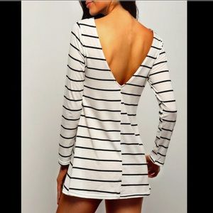 ✨JUST IN!✨New White Striped Open Back Shift Dress