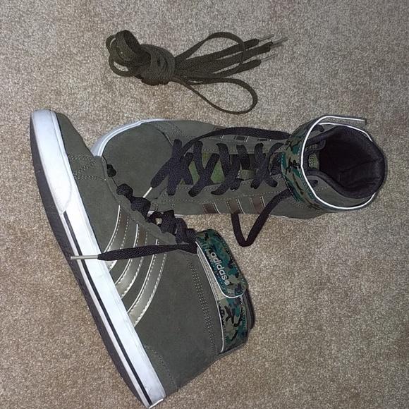 Le adidas pivot neo ortholite verde oliva. poshmark