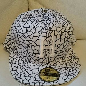 HUF Other - NEW Era Huf Hat Size  71/2