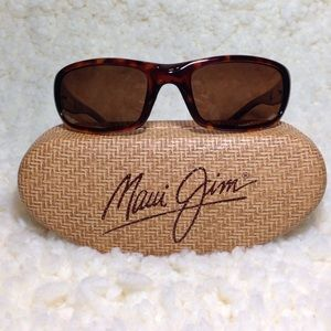 Maui Jim Other - NWOT. Maui Jim stringray sunglasses