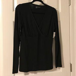 NWT- GAP- Maternity Black Long sleeve nursing top
