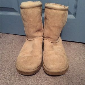 Ugg short boots in sand color. Good condition.
