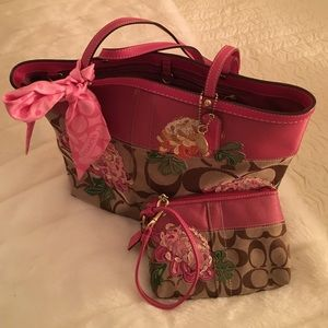 Coach Handbags - Coach bag scarf and wristlet flowers!