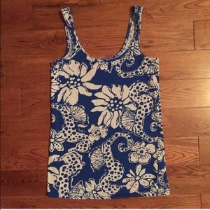 Lilly Pulitzer Tops - Lilly Pulitzer quahog print blue & white tank top