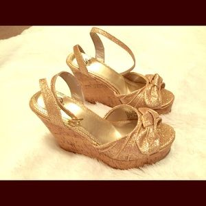 Shoes - Beautiful sparkling gold wedges!