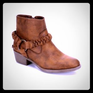NWB Boots With Strap Size 9.5FINAL PRICE