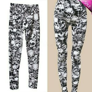 Pants - SOLD Scull leggings