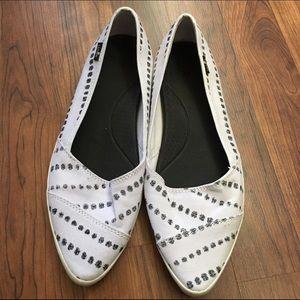 Sanuk Shoes - 🎉SALE🎉 Sanuk Size 8 Kat Prowl Flats EUC