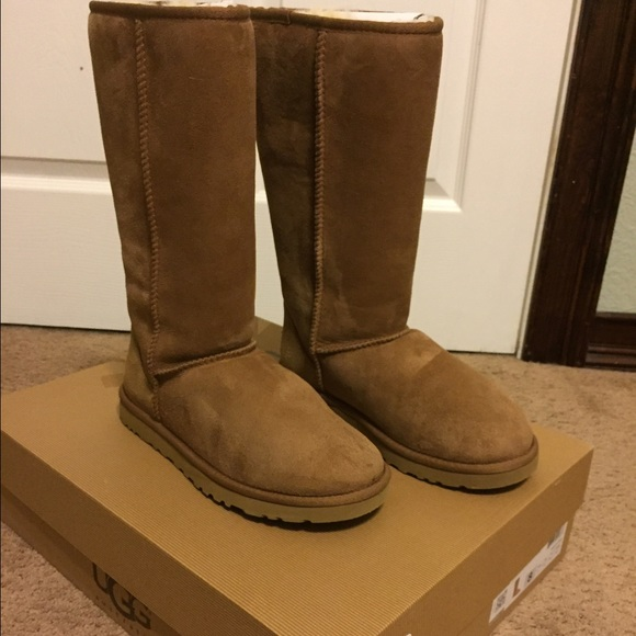 864df262a94 UGGS WITH BOX
