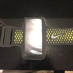 Nike Accessories - Nike iPhone 5s Arm Band