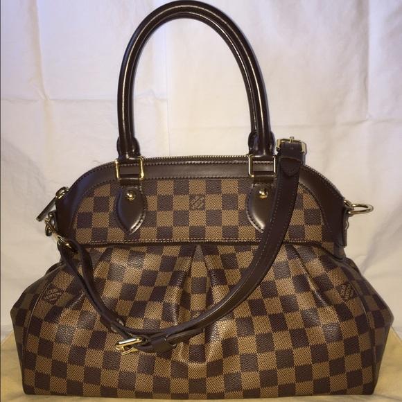 dbd01d11dd99 Louis Vuitton Handbags - 100% Authentic Louis Vuitton Damier Trevi PM.