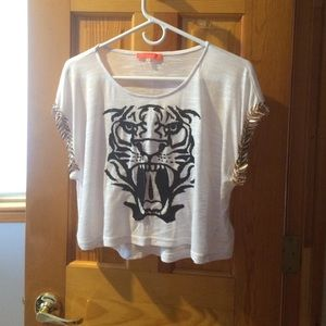 Tops - A white shirt with a black tiger face