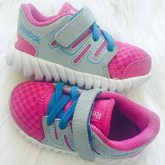 8eedc0991a1 Reebok Twist form Toddler Girls Running Shoes. M 5871403d68027849080125ca
